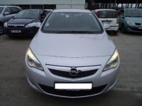 Dezmembrez aceasta masina in totalitate Opel Astra 2009