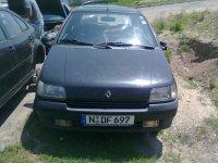 Dezmembrez auto integral arata si Renault Clio 1994