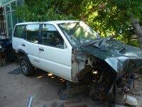 Dezmembrez elemente caroserie nissan terrano Nissan Terrano II 2000