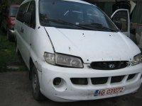 Masina nu are motor far partea dreapta aripa Hyundai H-1 2000