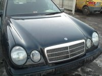 Dezmembrez mercedez benz e0 motor 0 cai Mercedes E 220 1999
