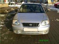 Vand triple pentru hyundai accent an Hyundai Accent 2004