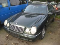 Vindem punte fata mercedes e0 2 3 din  Mercedes E 230 1999